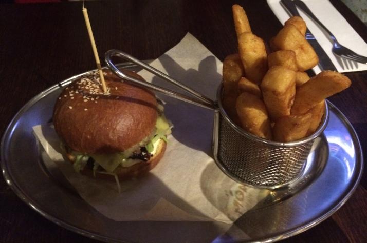 Cafe La Via Jojo burger